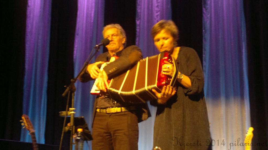 2 051014 041073 Ingrid Bjørnov og Øystein Sunde på Brygga kultursal sammen med C