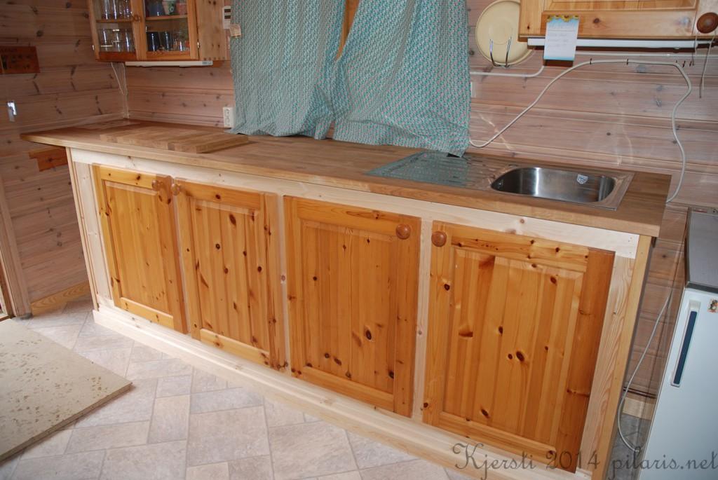 2 081014 Kjøkkenbenk på hytta