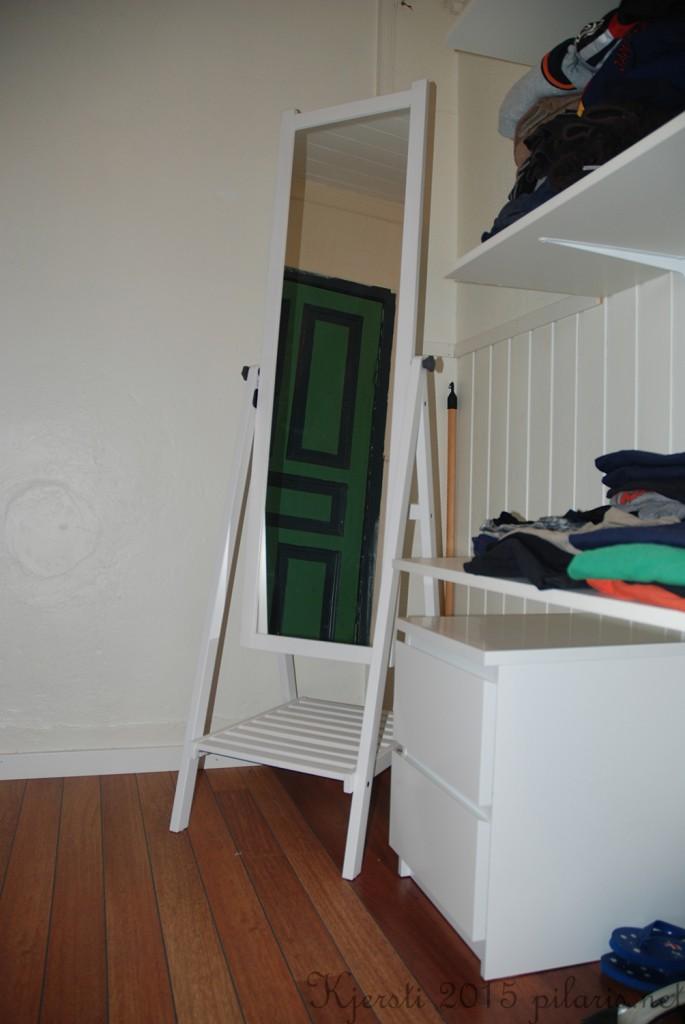 1 240315 Ferdig garderoberom